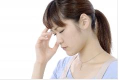 自律神経のバランスを崩し不眠で悩む女性